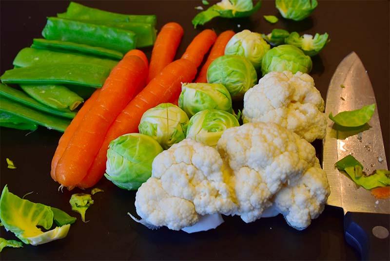 Les légumes verts sont des aliments qui stimulent la production de collagène
